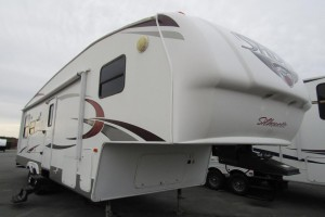Used 2011 Palomino Sabre Silhouette 290 RES Fifth Wheel Trailer