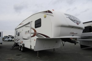 Used 2011 Palomino Sabre Silhouette 250 RLFD Fifth Wheel Trailer