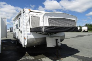 Used 2011 Forest River Wildwood X-Lite 17 E-XL Hybrid Trailer