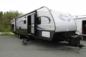 Used 2018 Cross Roads Zinger Z1 328SB Travel Trailer