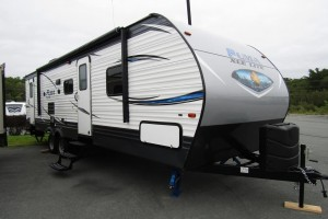 Used 2018 Palomino PUMA 28DSBC Travel Trailer